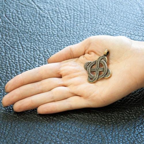 Солнечный крест - фото на руке