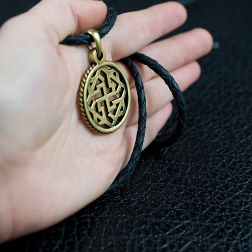 Символ Валькирия - фото слева