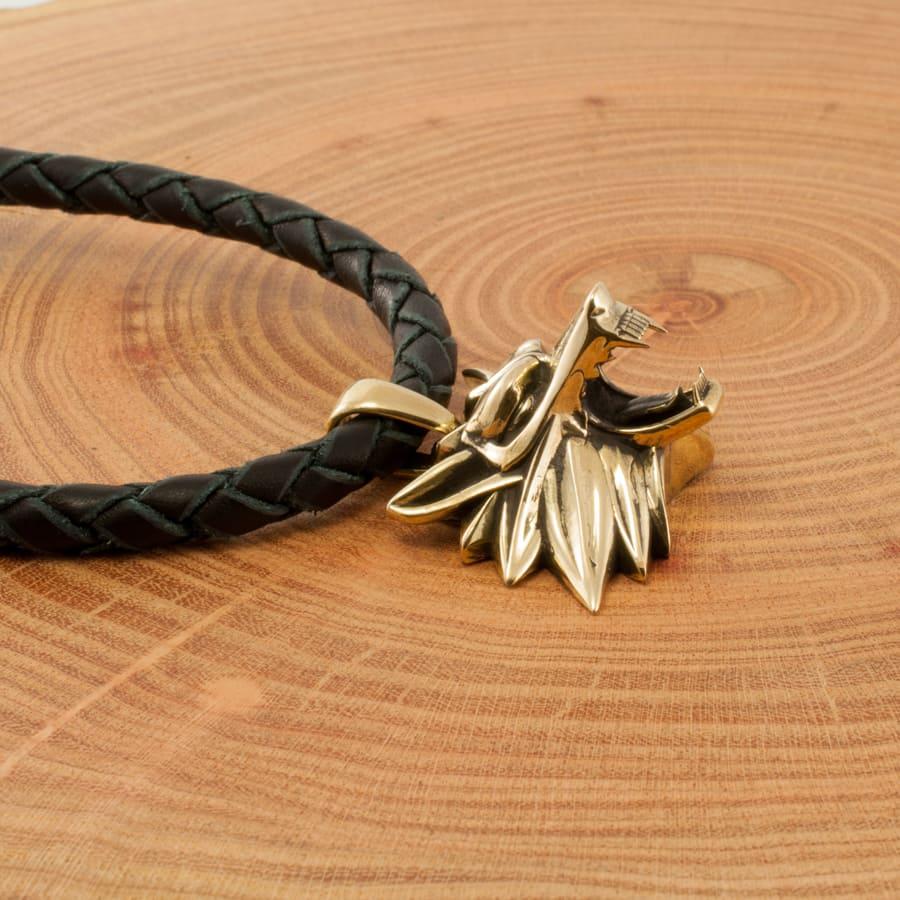 Фотография Медальона Ведьмака на руке