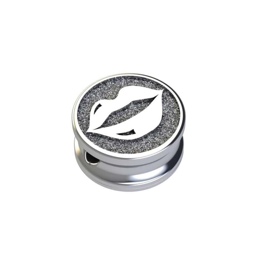 Серебряные шармы Подвеска шарм губы podveska-sharm-guby-iz-serebra-925-proby-na-belom-fone-900-900.jpg